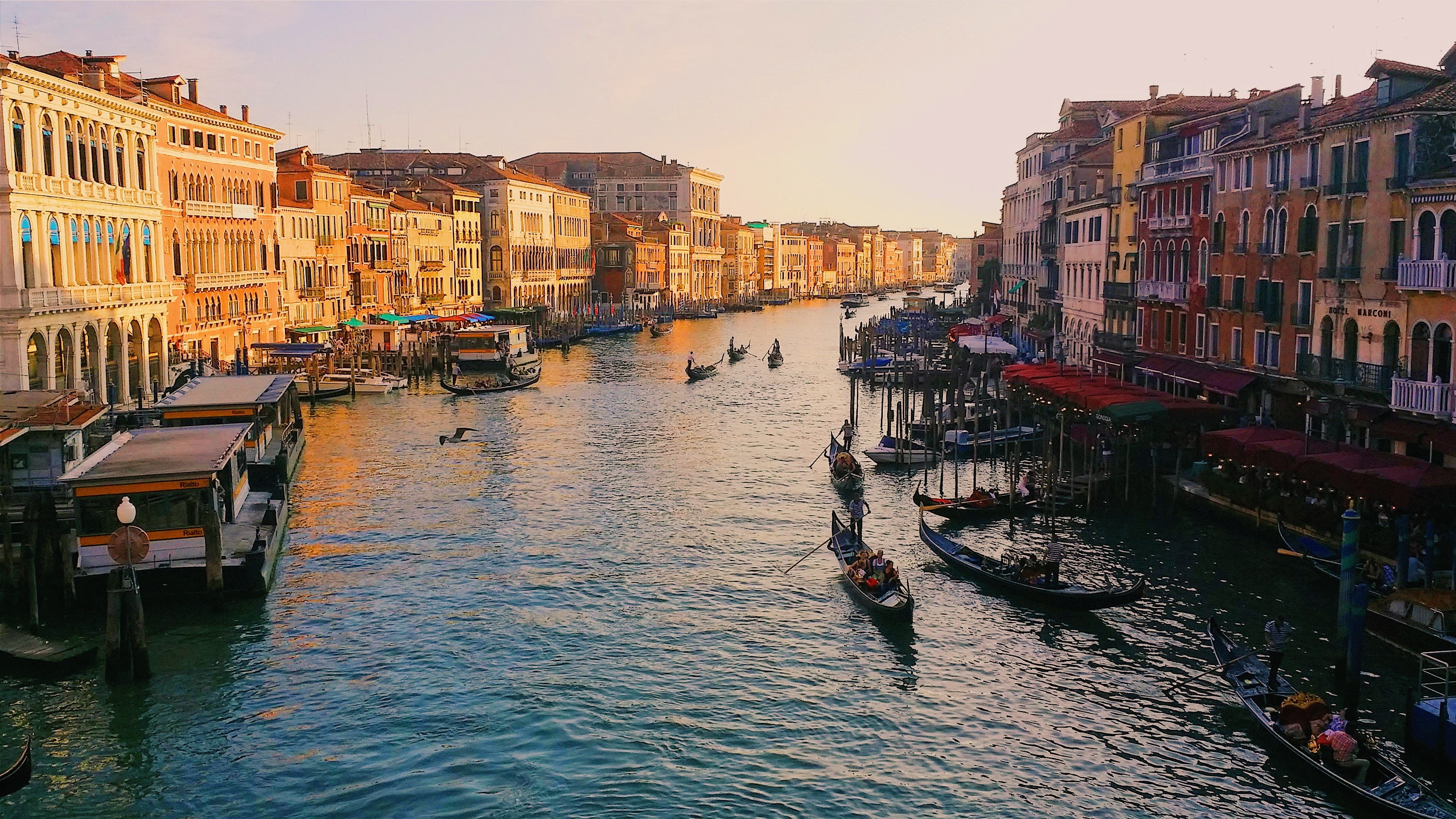 looking-at-the-grand-canal-of-venice-in-modern-times